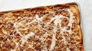sheet pan cinnamon roll apple slab pie