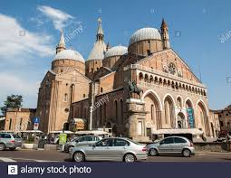Basilique Di Santantonio Da Padova Banque d'image et photos - Alamy