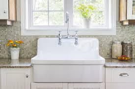 white farmer style kitchen sink