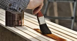 Específicos para acabamento na madeira, tem grande poder de penetração entre as fibras, protegendo a superfície contra umidade e fungos. Aplicacao De Verniz Protege E Decora Madeira Negocios Mapa Da Obra