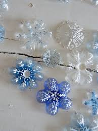 Christmas Decorations Made Out Of Plastic Bottles 100 Glam Easy DIY Christmas Ornaments thegoodstuff 34