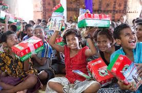 shoebox gifts transforming lives in fiji samaritan s purse australia new zealand