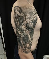 тату на плече архангел михаил тату