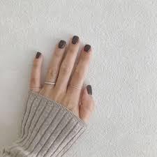 寒い季節はこっくりカラーが気分濃厚大人ネイル20選 Locariロカリ