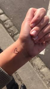 Love Tattoosmallgirl идеи для фото Herz Tattoo Kleine