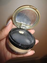 its a translucent powder that can be as primer before applying the liquid mineral foundation and napoleon