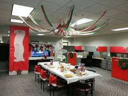 Office xmas decoration ideas Airport Office Decoration Ideas Office Christmas Decor Creative Working Within Creative Christmas Decoration Ideas For Office Home Design Redecorate Ideas 19 Office Decoration Ideas Office Christmas Decor Creative Working