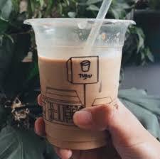 Yuk, cobain bikin es kopi susu sendiri dengan resep es kopi susu kekinian di bawah ini! 9 Rekomendasi Kopi Susu Seliter Yang Bisa Dipesan Selama Dirumahaja Kumparan Com