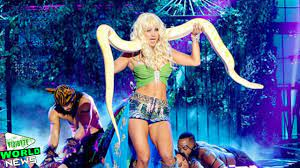 Kaley Cuoco Recreates Britney Spears' 'Slave 4 U' on 'Lip Sync Battle' -  YouTube