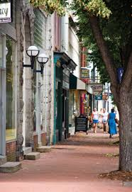 Downtown Fredericksburg, VA LOL I LIVE HERE wut why do people care ... & Downtown Fredericksburg, VA Love this walking downtown area! If collecting  rows at quilt shops don't miss staying downtown at the Hampton inn by the  visitor ... Adamdwight.com