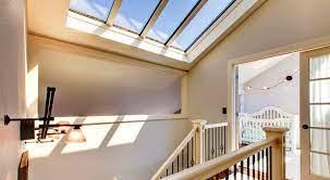 Os tipos de iluminação zenital são: 4 Tipos De Iluminacao Natural Para Sua Casa Urbanes
