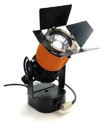 With a spot reflector a narrow angle of 24 is also possible, and the light  of the Kreios SL can also be continuously dimmed from 5 to 100%.