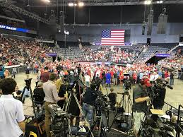 Fan And Light World Evansville Indiana Thousands Filter In For Trump Rally In Evansville News