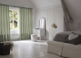 Silhouette Blinds Vs Honeycomb Shades Modern Window Coverings Blinds In Bedroom Window