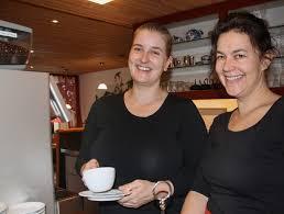 Frutigländer   Frauen-Duo im Café Bärentatze