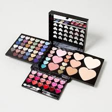 perfect to prep for valentine s day heart makeup kit