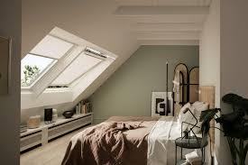 Das bett mit dem kopfende an eine feste wand stellen. Schlafzimmer Im Dachgeschoss Einrichten Velux Magazin
