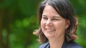 Annalena baerbock was born on december 5, 1980 in hannover, lower saxony, germany as annalena charlotte alma baerbock. Annalena Baerbock Geste In Gebardensprache Fur Kanzlerkandidatin Gesucht Stern De