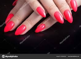 Dámské Ruce S Dokonalou červená Manikúra Lak Na Nehty červené