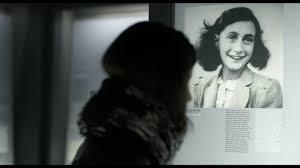Anne Frank Vite parallele: 2°clip in italiano del documentario con Helen  Mirren