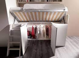Eccezion fatta per il letto, l'armadio è l'elemento più importante della camera. Castello Con Sotto Cabina Armadio