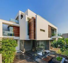 Picture of modern dream home as seen from the driveway