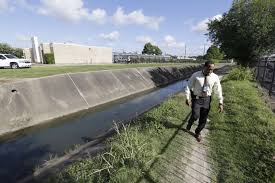 drainage ditch man found dead in sw houston drainage ditch houston chronicle