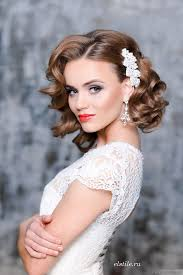 vine wedding hairstyle and red lip makeup looks