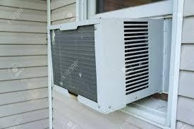 Fenster Klimaanlage Immer In Kühlen Lizenzfreie Fotos Bilder Und