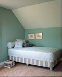 Turn single bed into daybed