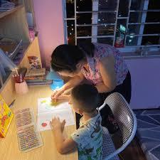 Chia sẻ cách chọn đèn bàn LED học sinh cho trẻ của 1 phụ huynh
