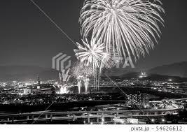 モノクロ 花火 白黒 和の写真素材 Pixta