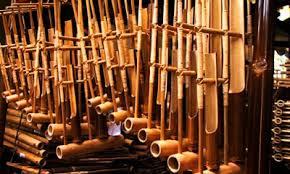 Ketika dipentaskan, tarian ini diiringi musik karawitan dari alat musik sarunai, gong, kurung kurung dan juga babun. Daftar Lengkap Nama Alat Musik Daerah Di Indonesia Porosilmu Com