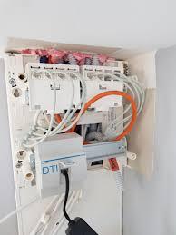 bonjour je viens de rer dans ma maison neuve mais je ne sais pas ment brancher ma box au tableau dti pour avoir internet sur les 6 prises rj45 de ma