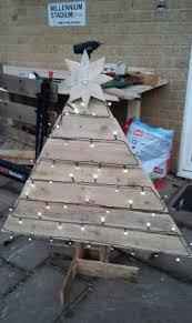 outdoor pallet christmas tree. outdoor pallet christmas tree sporting custom star topper \u2022 1001 pallets -