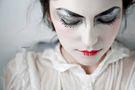 es mugeek vidalondon silver foil geisha inspired makeup