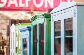 El mueble de cocina está compuesto por una estructura, el casco, a la que se añaden baldas y separadores. Ruta Vintage Yo Amo Barrio Franklin
