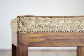 a study in building a stable and useable traditional stitched pad that is not covered in fabric using thick harness leather allows the stitching patterns