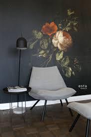 Dit Prachtige Behang Met Een Stilleven Met Bloemen In Donker Rood En