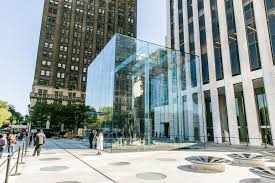 Apple Designer House Apple Reopens Flashy Redesigned Fifth Avenue Nyc Store Cnet