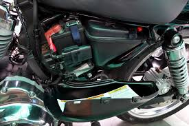 harley davidson superlow xl883l my comprehensive review Chevy Fuse Box Diagram name 13_cover left battery open jpg views 6850 size 96 8 kb