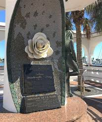 the memorial to selena quintanilla pérez a famous singer who was killed in corpus