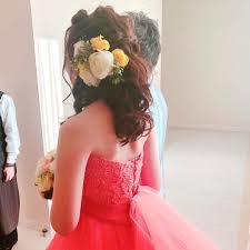 ダウンスタイルに大きな生花を沢山つけて 結婚式名古屋お色直し