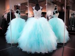Quinceanera Dresses Ball Gowns Sweet 16 Dresses 2017 New Arrival Sheer Straps Keyhole Quinceanera Gowns With Beaded Embellishment