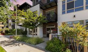 exterior to senior living in seattle at merrill gardens at the university