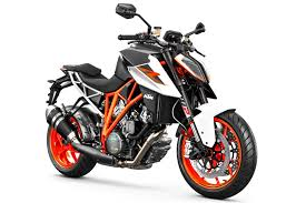 2018 ktm 1290 super duke r. unique 2018 2017ktm1290superdukerfirstridetestsportmotorcycle12 with 2018 ktm 1290 super duke r