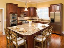 Small Eat In Kitchen Design Photo   2