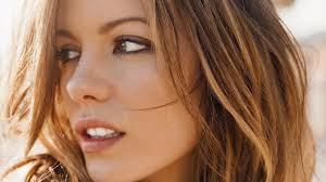 Kate Beckinsale Nude and Now She is Just Showing Off Break