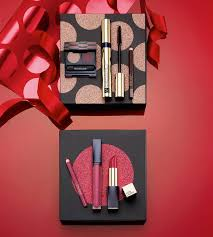 the new makeup sets have plenty to offer lip and eye kits but also a new eyeshadow palette with a gorgeous golden clutch