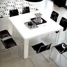 Table carrée laquée blanche en 1M40